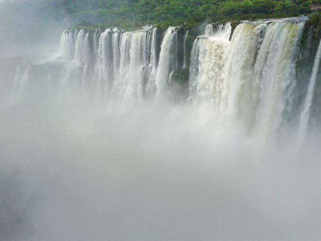 Thebetterplaces_Iguazufalls_argentineside.jpg