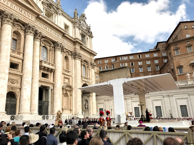 thebetterplaces_popefrancis_rome_seats.jpg