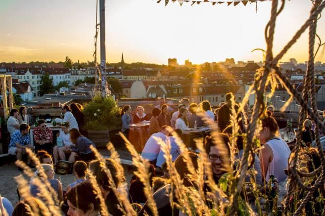 the-better-places-daydrinking-jessie-helena-schoeller-gloria-vonbronewski-wien-tel-aviv-25-hours-hotel-restaurant19250483_1395133043899282_6621317563306729064_o