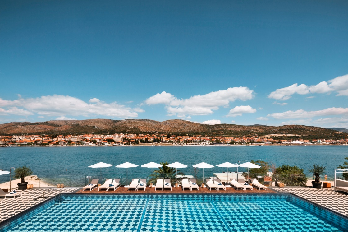 Last minute summer escape brown beach hotel in croatia for Last minute warnemunde hotel