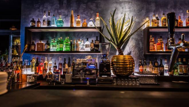 the-better-places-new-restaurant-bar-hamburg-burger-drinks-botanic-district-kuechenfreunde-schoeller-jessie-vonbronewski-gloria-schoeller-helena-reiseblog-travel-blog