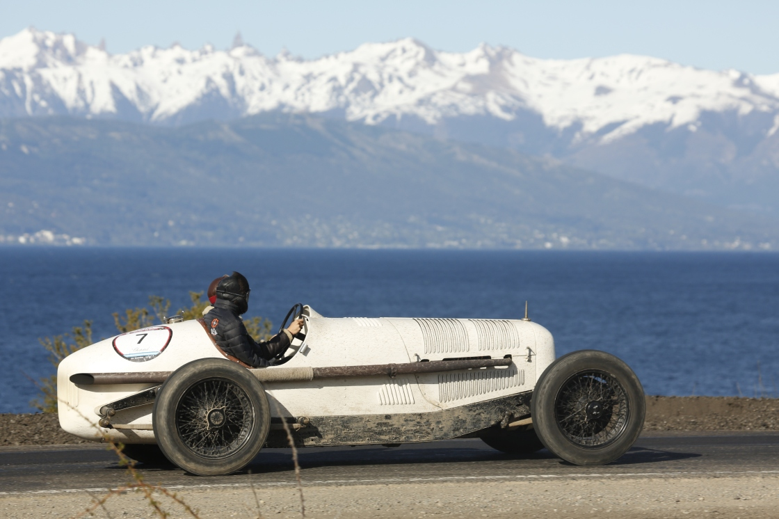 """A VINTAGE CAR RACE THROUGH ARGENTINA: """"1000 MILLAS SPORT"""" IN PATAGONIA"""