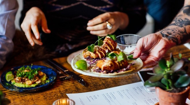 the-better-places-breddos-tacos-london-soho-restaurant-clerkenwell-foodguide-cityguide-schoeller-jessie-vonbronewski-gloria-schoeller-helena-reiseblog-travel-blogbreddos_hero_image_11