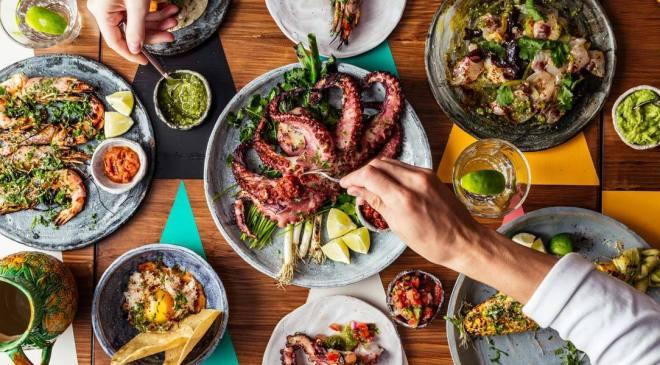 the-better-places-breddos-tacos-london-soho-restaurant-clerkenwell-foodguide-cityguide-schoeller-jessie-vonbronewski-gloria-schoeller-helena-reiseblog-travel-blogSoho_breddos_hero_image_