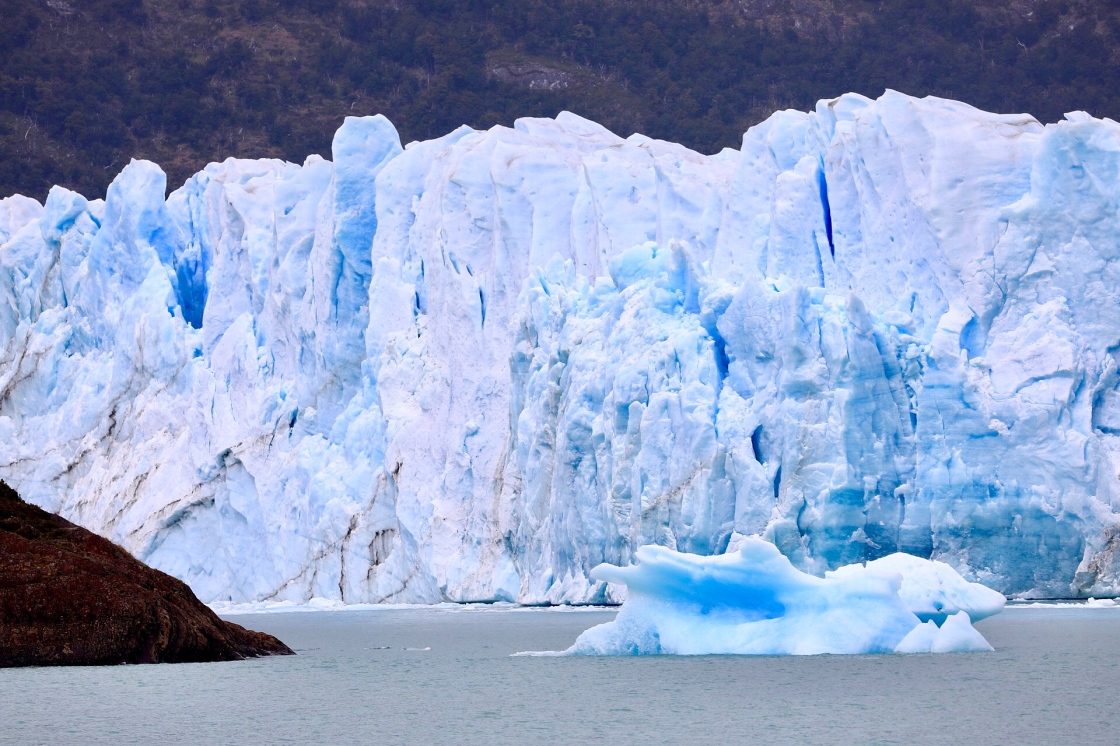thebetterplaces_elcalafate_boattrip_iceberg._rooms_patagonia